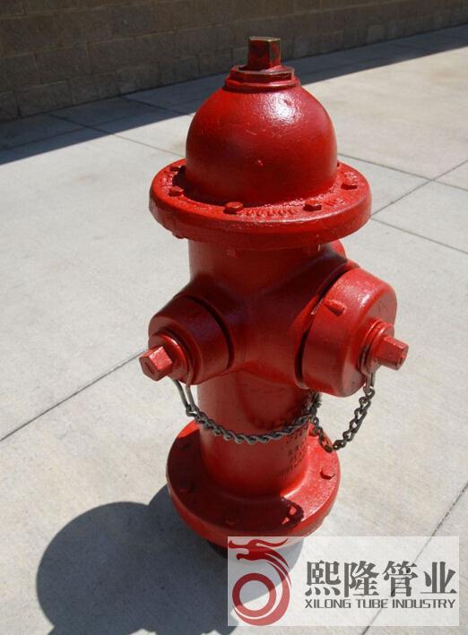 消防栓知识 广西熙隆管业有限公司销售消防栓,消防管,消防阀门及配件等。消防钢管免费开牙或压槽,整体消防系统加工预制,降低施工单位的安装成本,和材料成本。 消防栓,正式叫法为消火栓,一种固定式消防设施, 主要作用是控制可燃物、隔绝助燃物、消除着火源。分室内消火栓和室外消火栓。消防系统包括,室外消火栓系统,室内消火栓系统,灭火器系统,有的还会有自动喷淋系统,水炮系统,气体灭火系统,火探系统,水雾系统等。消火栓主要供消防车从市政给水管网或室外消防给水管网取水实施灭火,也可以直接连接水带、水枪出水灭火。所以,室内